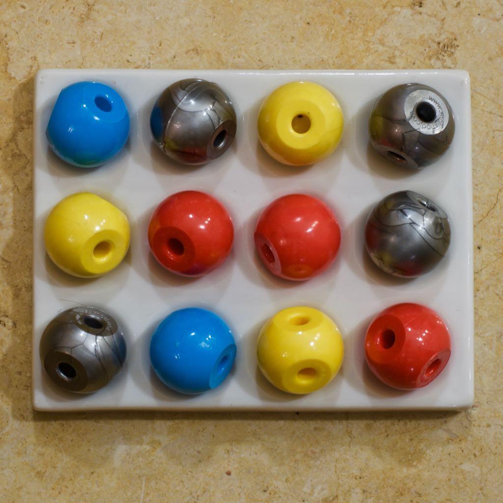 2-hole atoms