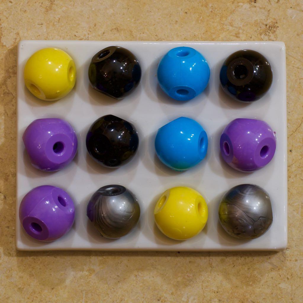 3-hole atoms
